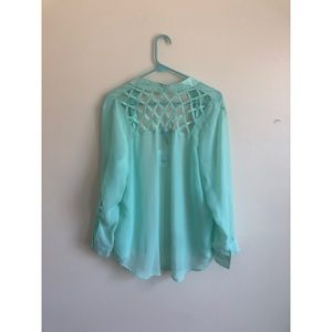 Adorable teal blouse